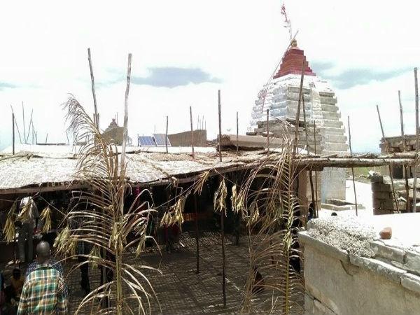 నదిలో తేలిన సంగమేశ్వర ఆలయం !