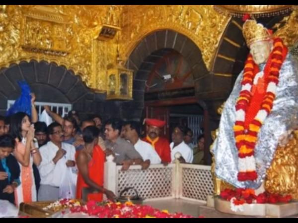 షిర్డీ లోని సమాధి మందిరం