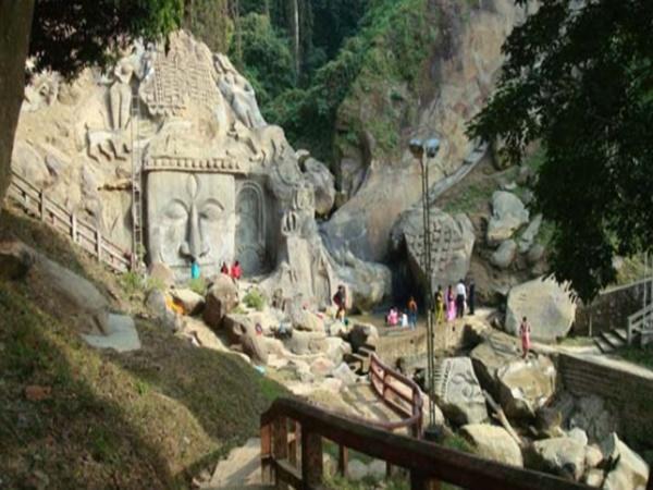 అందమైన కోటి శిల్పాలు హావభావాలతో కనువిందు చేసే అద్బుతమైన సుందరప్రదేశం - త్రిపురలోని ఉనకోటి