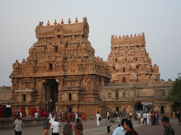 Travel To Thanjavur In Tamil Nadu బృహదేశ్వర ఆలయ నీడ ...