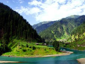 Exploring The Rugged Landscape Jammu Kashmir 000435 Pg