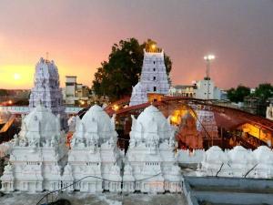 Sri Rajarajeshwara Swamy Temple Vemulawada History Timing