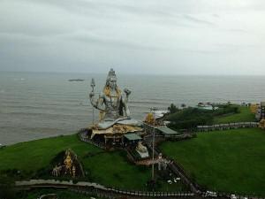 Enhanting Beach Facing Temples In South India