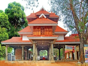 Peruviruthy Malanada Temple Where Devotees Worship Duryodhana History Timings