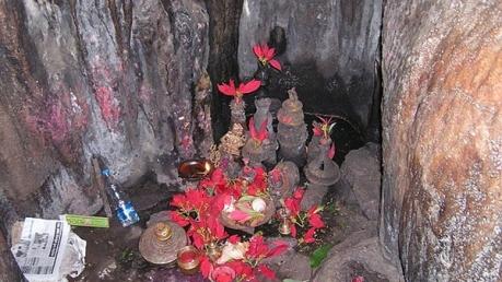 బొర్రా గుహల్లో బయటపడ్డ భయంకర నిజాలు..ఆ వస్తువులను చూసిన ప్రజలు పూజలు చేస్తున్నారు !