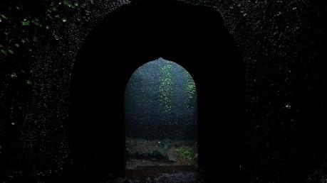 శ్రావణ మాసంలోనే ఈ ఖిల్లా అందమైన ద్వారాలు  పర్యాటకుల కోసం తెరుచుకొంటాయి.