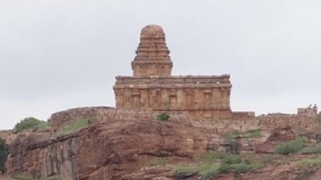 ఒకే చేతితో నిర్మించిన శివ దేవాలయంలో పూజలు కూడా కరువే