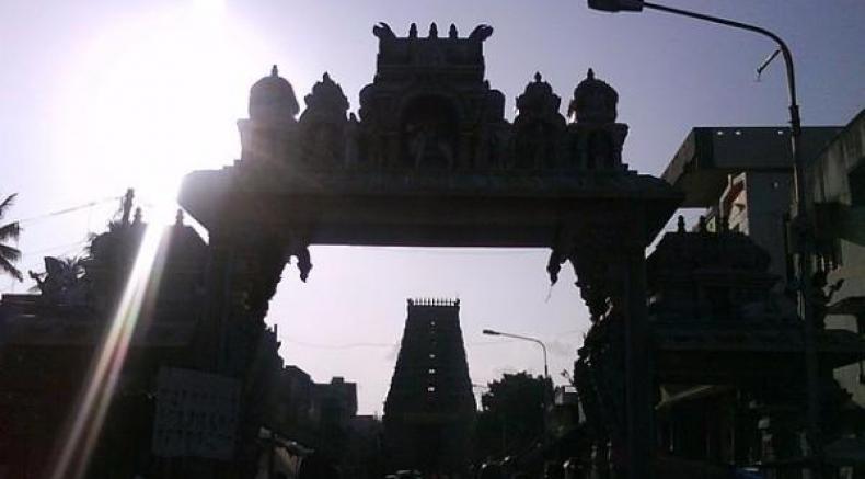 తిరునల్లార్ శనేశ్వరాలయం దర్శిస్తే శని ప్రభావం నుంచి విముక్తి.